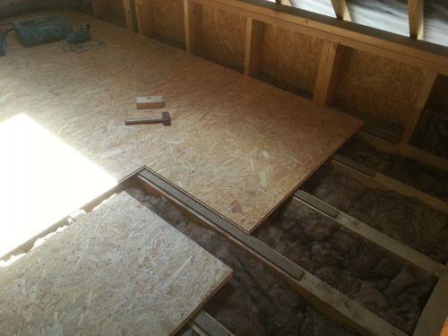 Poser des dalles de plancher sur un solivage en bois Reussir