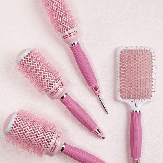 Une bonne brosse à cheveux est importante pour prendre soin de vos cheveux.   – Hairsss
