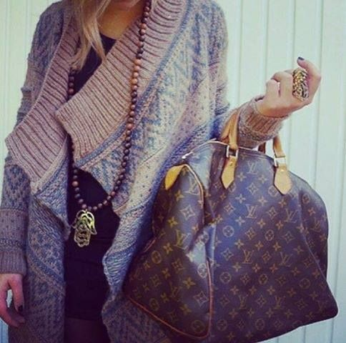 I know that Louis bag is probably the star in this pin, but I can't keep my eyes off of that sweater! I love it!!