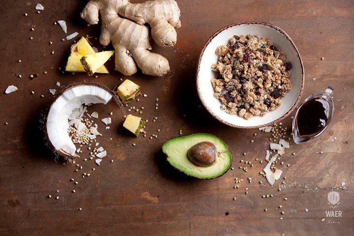 Nieuw in het Onder de Leidingstraat assortiment: de overheerlijke granola's van de bakkers van WAER!! 100% glutenvrij, 100% biologisch en 0% geraffineerde suikers! Zaden, noten, granen en bessen slowbaked in de oven met dadelstroop, honing en een snuifje zeezout. Alleen maar gezonde en lekkere dingen dus! In de smaken: Sneaky Cinnamon, Crumbling Coconut, Shocking Chocolate #gezond #ontbijt #glutenvrij #strijps