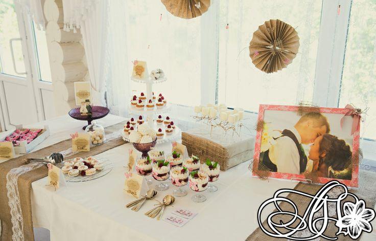 Сладкий стол для гостей в рустикальном стиле/Candy-bar for guests in rustic style