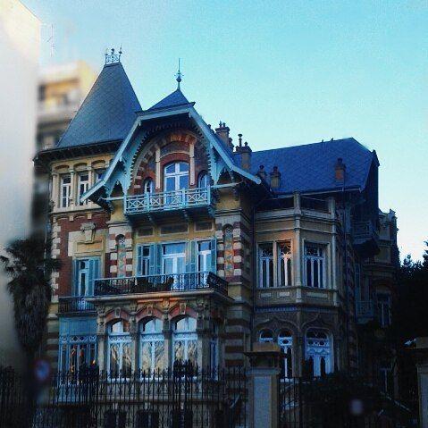 Ένα από τα πιο όμορφα  νεοκλασικά της πόλης! Με μεγάλο αρχιτεκτονικο ενδιαφέρον, το αρχοντικό αυτό αποτελεί ένα από τα στολίδια της Β. Όλγας. Η ιστορία του ξεκινά γύρω στο 1895 & από τότε έχει αλλάξει πολλούς ιδιοκτήτες. Δεν απορώ γιατί. .. ♥ _ #angiekariofilli #greece🇬🇷 #skg #skg_stories #thessalonikh #thessaloniki #νεοκλασικα #θεσσαλονικη #greekyoutube #greece #greekyoutuber #greekyoutubers #igersgreece #igersgr #igers #buildings #oldbuilding #ubener #photography #photooftheday #bblog…