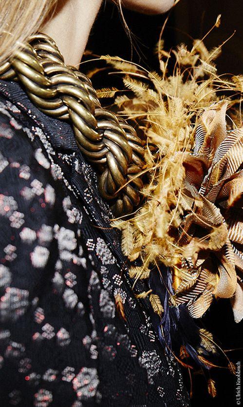 En backstage du défilé Dries Van Noten automne-hiver 2015-2016 Fashion Week Paris | Vogue