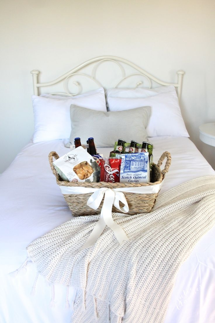A taste of St. Louis welcome gift basket | Welcome guests with a taste of your hometown with this simple gift idea