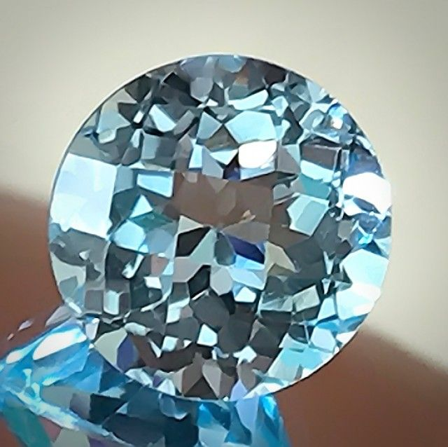 4.88ct Sparkling Blue Topaz Checker cut beauty VVS