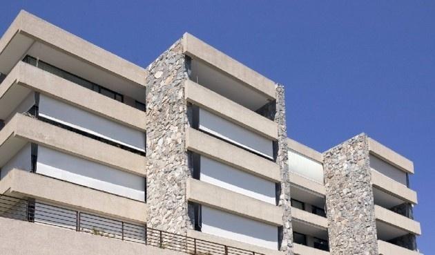 No importa la dimension, ideal para balcones y terrazas Toldos Arquitectónicos  Colección: ScreenLuxaflex® Hunter Douglas