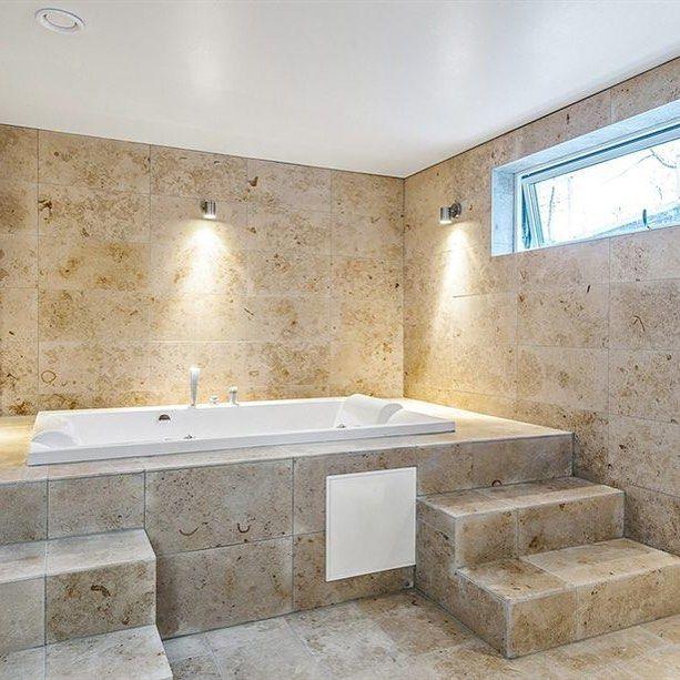 Jura Gold kalksten i badrum hos en av våra kunder. Vackert!  #kalksten #limestone #jura #gold #sten #stone #natursten #naturalstone #badrum #bathroom #inredning #interior #interiör #interior #hrm #home by svenskastengruppen