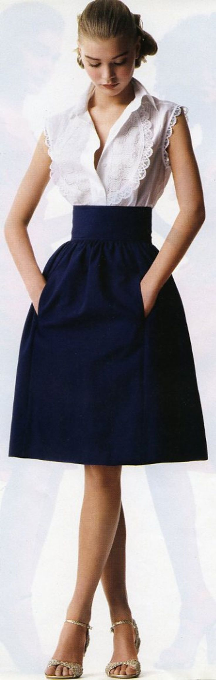This is the shape of dresses or shirt/skirt combos I just love! Cinch at the waist, flowing past the hips, just lovely. <3