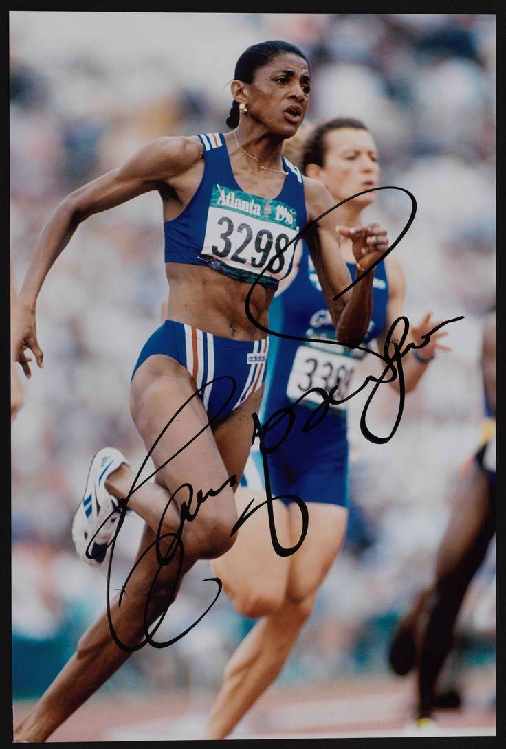 L'athlète française Marie-José Pérec en pleine course lors des Jeux Olympiques de 1996 à Atlanta, photographie, 1996 (Collection MNS). #Sport #Histoire #Athlétisme #JO #Atlanta #France