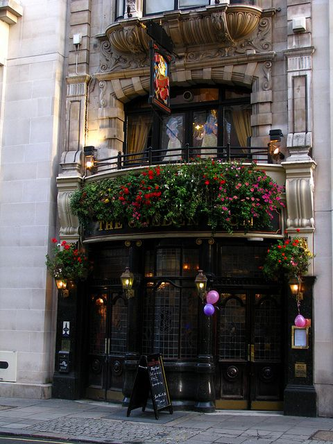 The Golden Lion Pub, Pall Mall, London