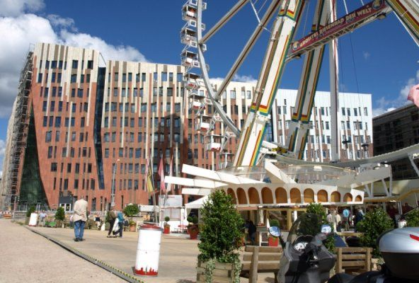Auf unserer Bustour durch Hamburg entdecken Sie Hamburgs einzigartige Architektur. Eine Stadtrundfahrt und Architekturtour der besonderen Art mit Jasper.