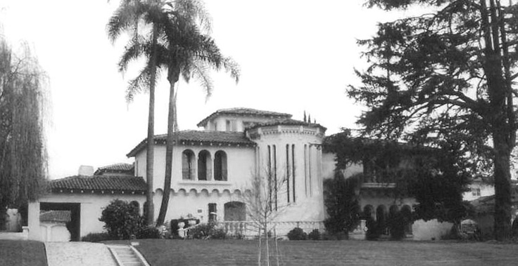 """The house at 810 Linden in Beverly Hills where Benjamin """"Bugsy"""" Siegel was murdered on June 20, 1947, as it looked some years later. Oddly, Howard Hughes had crashed his XF-11 prototype plane almost directly across the street at 803 and 805 Linden less than a year earlier on July 7, 1946."""