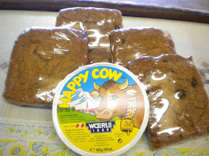 happy cow cheese & powder bun