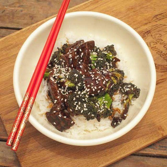 Deze Aziatische biefstuk en broccoli is zo ontzettend lekker. En makkelijk. En snel. En gezond. En glutenvrij. Ik zie alleen maar voordelen.