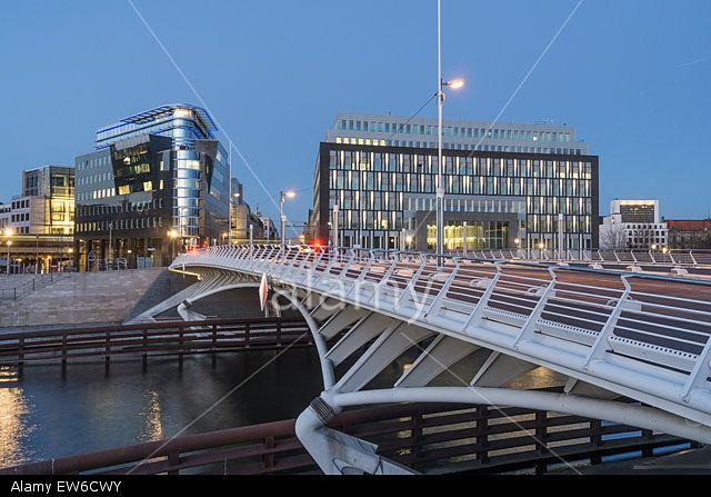kronprinzen-bridge-modern-architecture-calatrava-bridge-berlin-germany-EW6CWY.jpg (640×447)