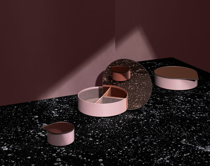 GUTTA – ultimate design. Uniquely elegant is the only way to describe the Gutta jewellery box from AYTM. The drop shaped mirror functions as a lid and fits neatly into the box, so it stands up-right and changes the appearance of the box all together. For this autumn/winter 2016 season, Gutta also comes in a small version, which also features the lovely drop shape. The perfect gift for anyone who loves lovely storage.