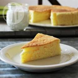 Deze gebakken Japanse cheesecake, gemaakt met roomkaas, melk en eieren is veel lichter dan andere cheesecakes en een heerlijk dessert.