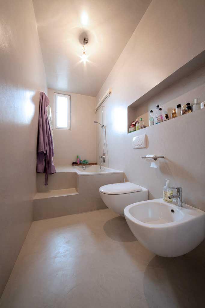 pavimento pareti e scala in resina spatolata compatta