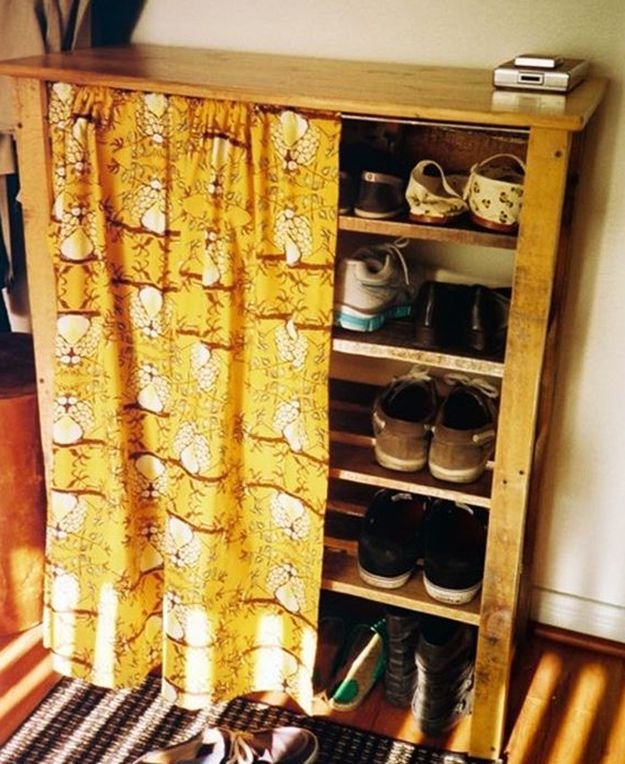 I like this with the fabric 25-Cool-Pallet-Projects-Pallet-Projects-Shipping-Pallet-Projects