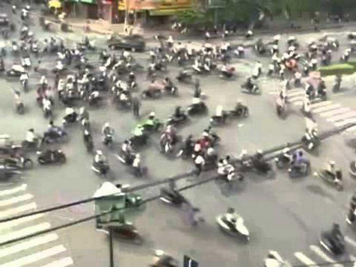 Και κάπως έτσι πάνε οι άνθρωποι στις δουλειές τους στο Βιετνάμ! Crazynews.gr