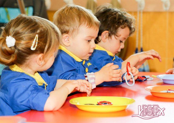 P1 #BabygardenISP desarrolla coordinación ojo-mano y estimula la presión con los dedos #InteligenciasMúltiplesISP #EstimulaciónTempranaISP
