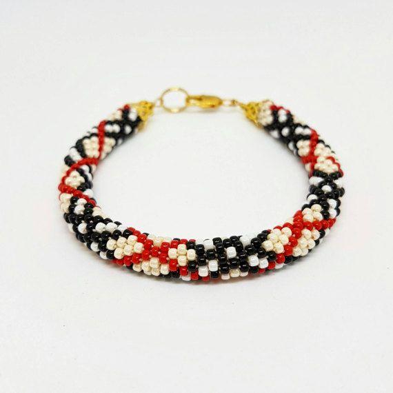 Guarda questo articolo nel mio negozio Etsy https://www.etsy.com/it/listing/513838117/beaded-bracelet-classy-work-outfit-job