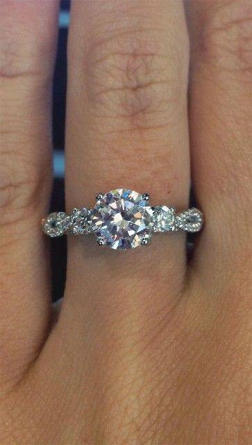 Round brilliant diamond engagement ring (@Verragio)