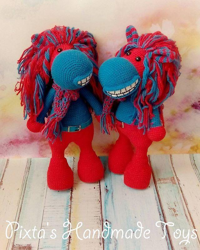 #игрушкиph Ах, Вы кони, мои кони🐎 Для истинных фанатов команды ЦСКА⚽ Еще 2 будут)) Популярные товарищи)) __________________  #ручнаяработа #игрушкакрючком  #подарок #вязаниеназаказ  #вяжутнетолькобабушки #дети #хендмейд #продается #Москва #вяжукрючком #crochetaddict #amigurimi #handmadetoys #gift #forkids #toys_gallery #ЦСКА #футбол