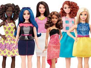 """Olha, tá aí uma coisa que eu nunca imaginei que fosse acontecer. A Barbie sempre representou diferentes mulheres com diferentes etnias,profissões e tipos de cabelo. Houveram até épocas com bonecas especiais como grávidas ou cadeirantes, mas eu nunca pensei que a coisa fosse evoluir com relação à silhueta da boneca. Desde o começoa Barbie foi uma boneca """"gostosona"""", com peitão e cinturinha fora da realidade. Há dois anos, ela ficou..."""