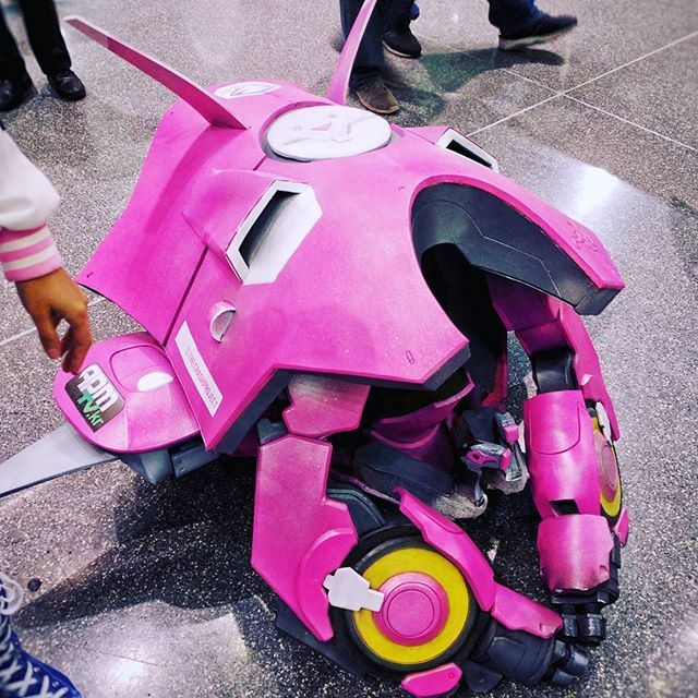 FINALLY!!!!!! after many weekend hours I got to rock my #dva #mech at #nycc and meet so many great people! Can't wait for day 3! #half #overwatch #overwatchcosplay #dvacosplay #cosplay #korean #mobile #meka