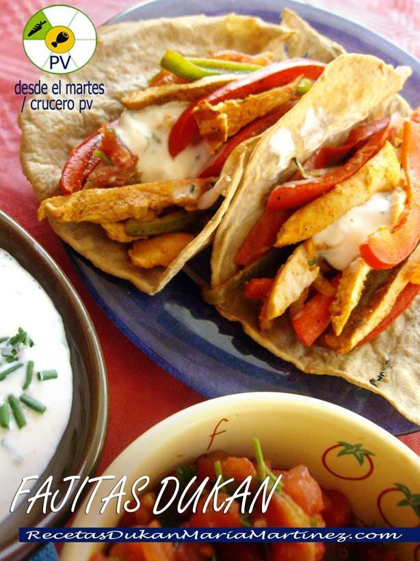 Fajitas de Pollo Dukan preparadas con Tortillas sin salvados y de propina la receta de dos ricas salsas para acompañarlas. ¡No te las pierdas!