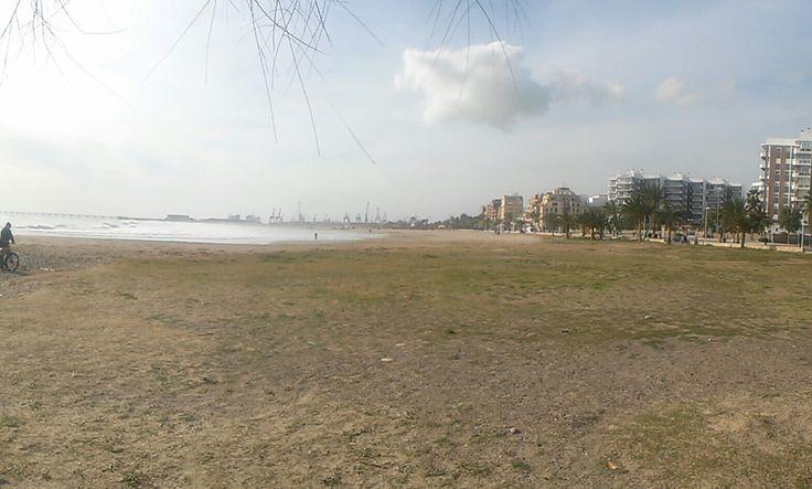 Puerto de Sagunto (VALENCIA)  playa de 1 nivel de calidad de sus aguas y limpieza de la arena,tiene bandera azul de la C.E.