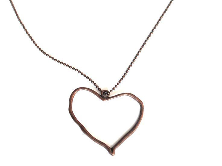 lange ketting met Vintage hart / koper van Ellen Beekmans sieraden op DaWanda.com