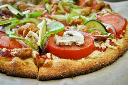Forget Canada Day, celebrate Vegan Pizza Day in Vancouver. #vegan: Pizza Lights, Deliciosa Pizza, Trav'Lin Lights, Canada Day, Forget Canada, Pizza Pies, Vegans Scene, Vegans Pizza, Celebrity Vegans