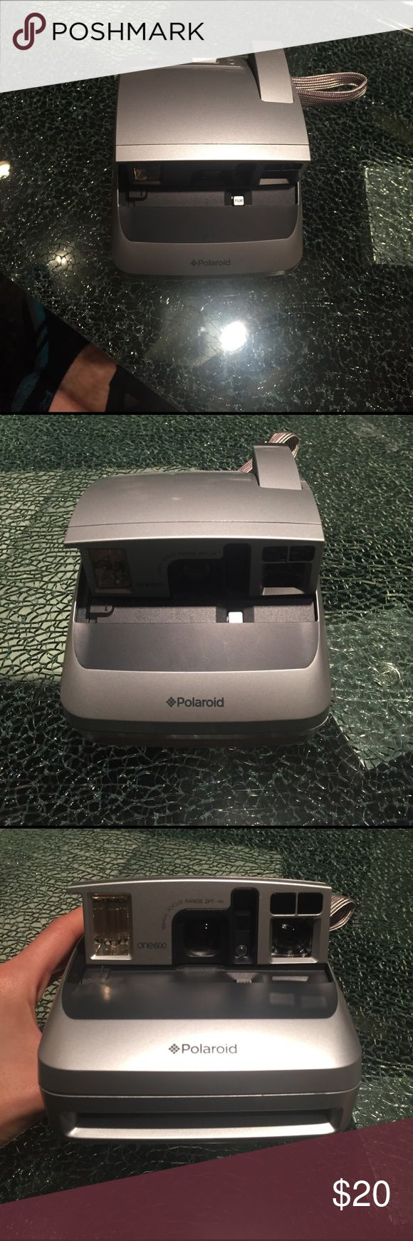 Polaroid Polaroid one 600.  100mm focus range 2 feet.  Works perfectly, needs film. Used a few times polaroid Other