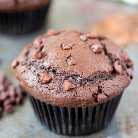 Двойные шоколадные кексы - Посыпать сахар