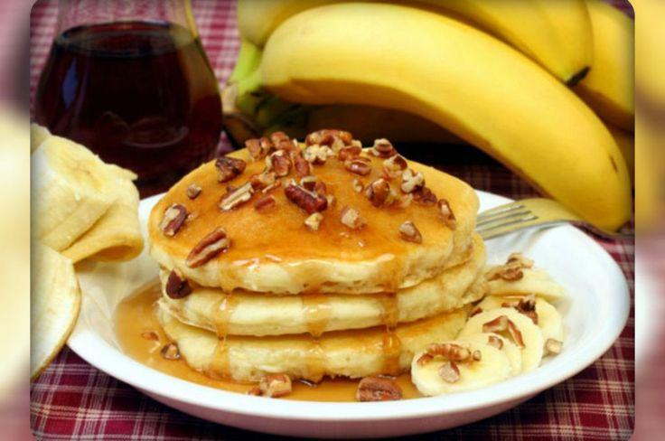 Banana pancakes. Dietary dishes.