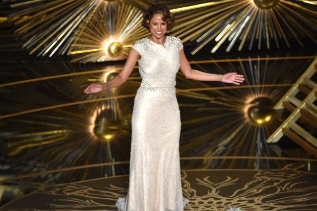 2016 Academy Awards: Stacey Dash Makes Incredibly Awkward Appearance