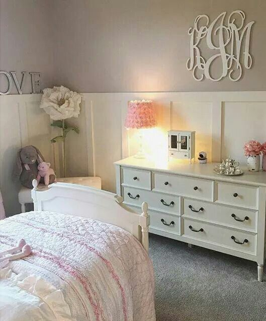 Mia bedroom