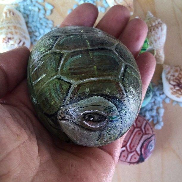Nuova richiesta tartaruga marina #turtle #instasea #mare #instaturtles #oceani #tartarughemarine #testuggini #animalsfriend #naturefriends #instanature #natura #stonesart #dotart #instalove #pietredipinte #followme #mavvyy