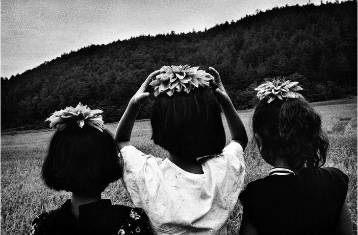 이갑철 꽃을 머리에 얹은 소녀들 1996. 합천
