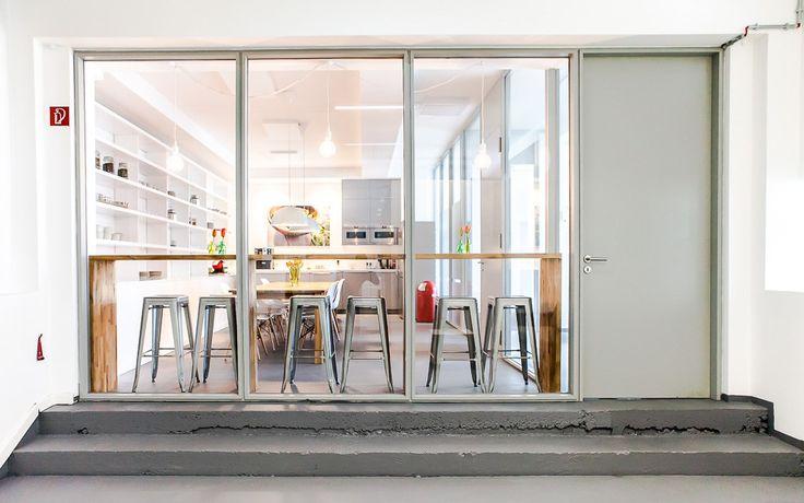 #officedropin #hellofresh A Tour of Hello Freshs cool Berlin Office. #Meetingroom