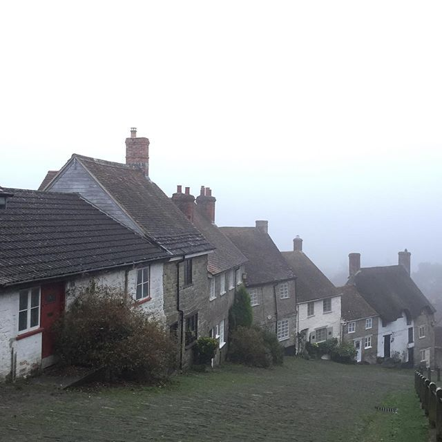 #mistymorning setting up our stall in #Shaftesbury #dorset #cottage #cottages #town #englishtown #morning #mist #hovishill #goldhill