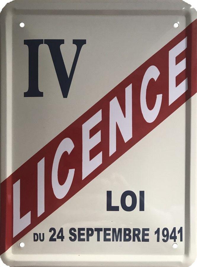Licence 4 : Plaque décorative rétro en métal représentant la licence 4, Loi du 24 Septembre 1941. Idéal pour signalerl'obtention de la licence permettant de vendre de l'alcool dans un restaurant ou un débit de boisson: bar, café, bistro ou snack.