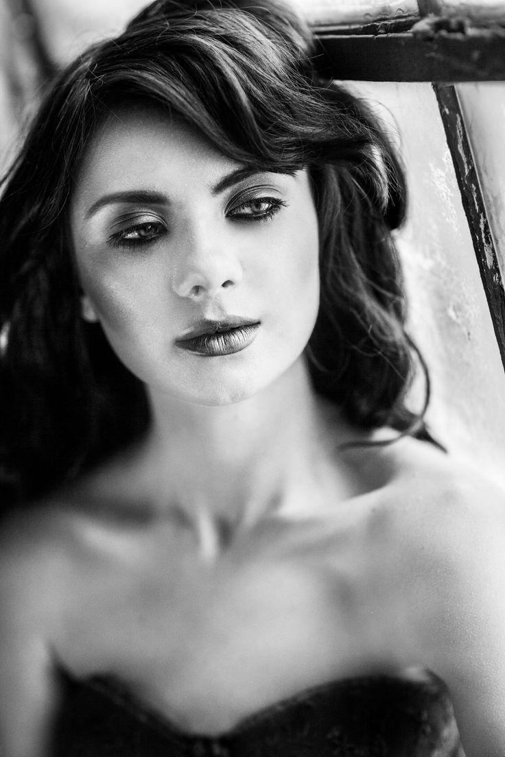 MUA: Diana Enaiche Make-up Artist Photography: Raluca S Photography Model: Madalina Sinoae