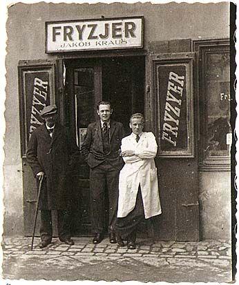 Krakw-Podgrze, 11 Limanowski Street, 1936. Fryzjer = peluquero en polaco