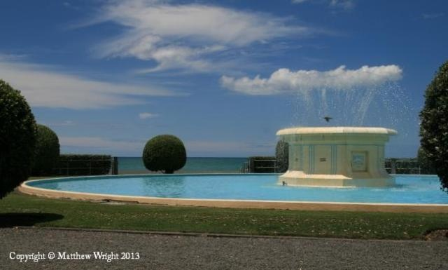 Another view of the Tom Parker fountain, Napier. I took this with full polarisation.