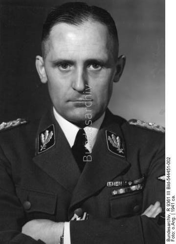 Porträt Heinrich Müller in Uniform eines SS-Gruppenführers Dating:1941 ca. Photographer:o.Ang. Origin:Bundesarchiv