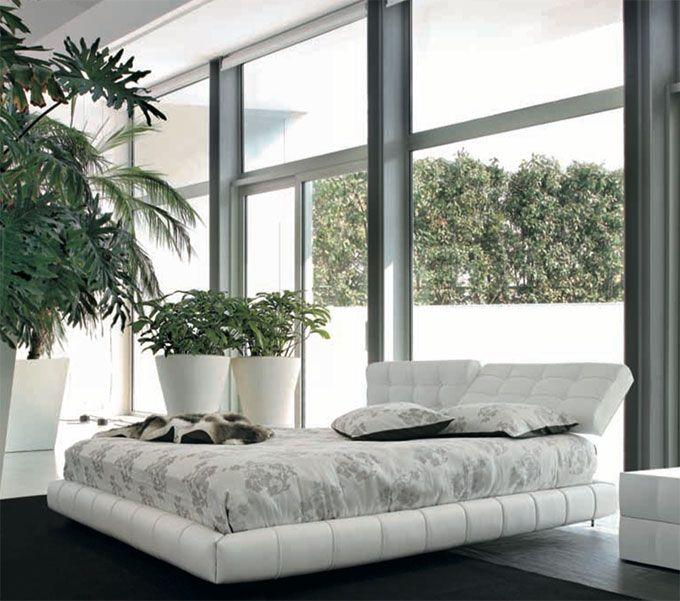 Cloud by TONIN CASA. Letto disponibile in diverse finiture e colorazioni per dare vitalità alla camera da letto. Inoltre la testiera reclinabile permette di avere un prodotto di estrema comodità.