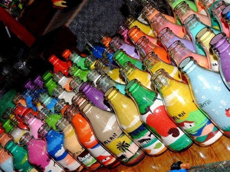 As garrafas de areia colorida consistem, em um trabalho minucioso e detalhado de combinar areias coloridas provenientes das falésias do ...